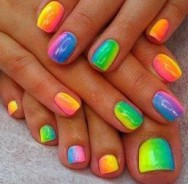 neon-nails-art-fingers and toes